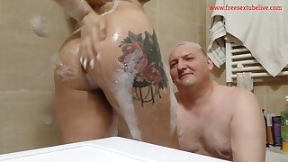 Real Amateurs Couple Mayra And Feo Take A Bath Before Sleeping - Tow-headed