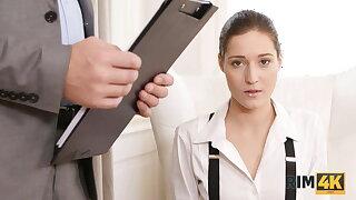 RIM4K. Shopaholic thinks rimming will calm the angry husband
