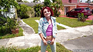 Quickie fucking d�nouement a large dick guy together with anorectic redhead Lola Fae