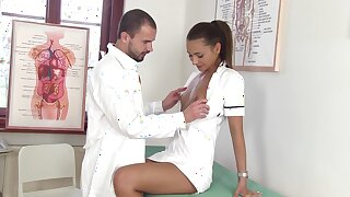 Downcast nurse Alexis Brill kisses her doctor and gives super duper good BJ